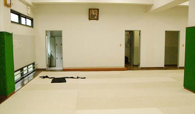 floor F2 of the Aikikai Hombu Dojo